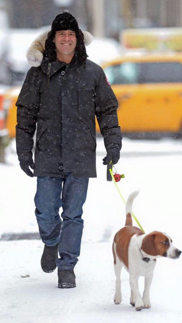 Andy Cohen with beagle
