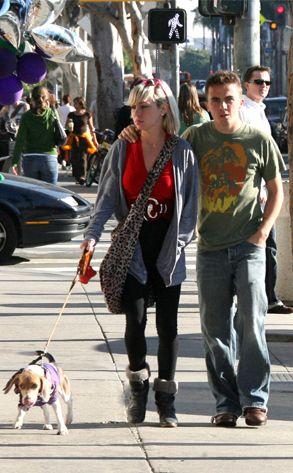 Frankie Muniz friend beagle